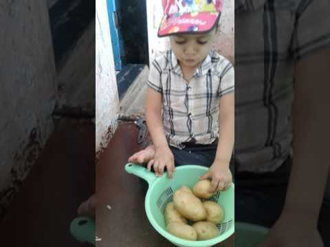 Little kid Selling vegetable