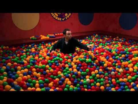 The big bang theory sheldon en la piscina de bolas youtube for Piscina de bolas amazon
