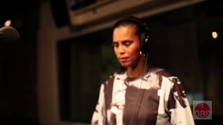 "Neneh Cherry, ""Weightless"""
