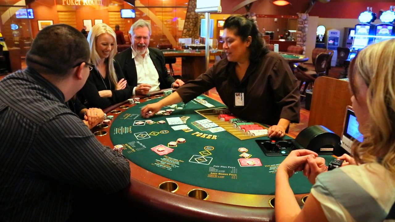 how to play four card poker at casino