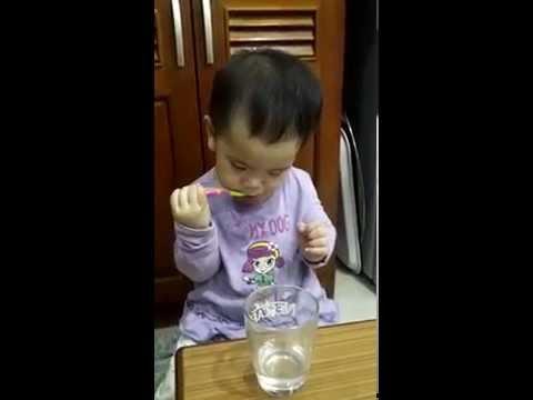 Bống - tập đánh răng