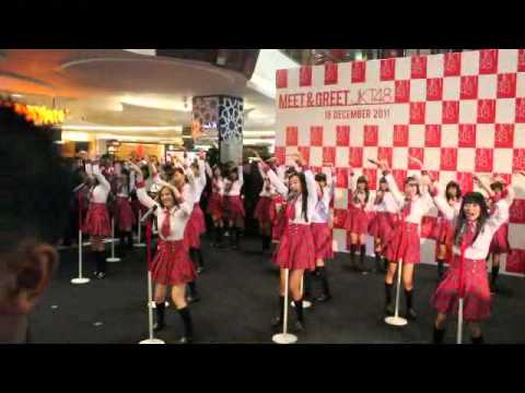 [Fancam] JKT48 - Heavy Rotation (1st Meet and Greet JKT48 at f(x) Senayan, Jakarta , Indonesia.)