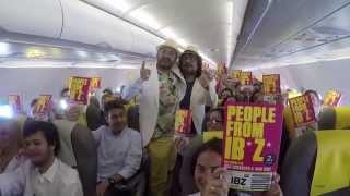 Presentación de People From Ibiza a bordo de un avión de Vueling