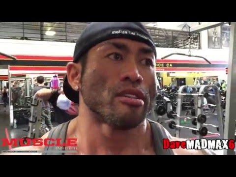 Hidetada Yamagishi trains arms - 2016 Arnold Classic 212