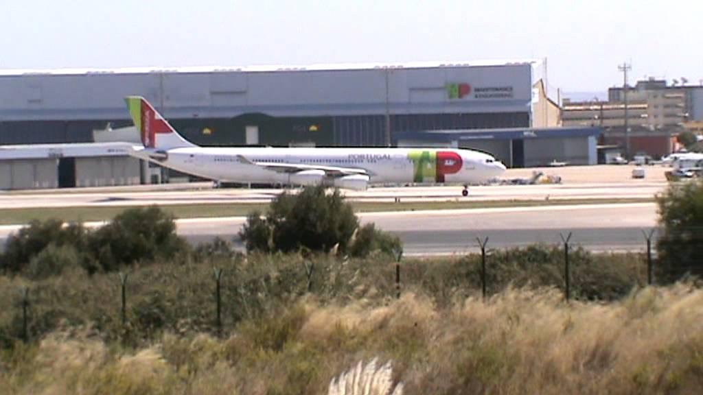 Aeroporto Luanda Chegadas : Aeroporto de lisboa chegadas e saídas youtube