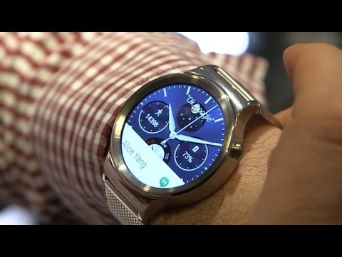 Huawei Watch a gleaming sapphire Android Wear beauty