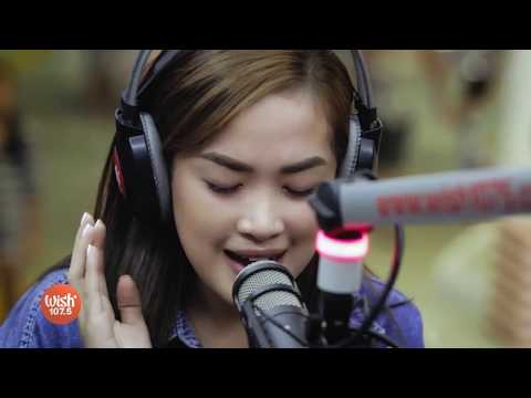 keren banget Mela covers 'My Heart' Paramore LIVE on Wish 107 5 Bus