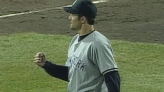 Mike Mussina gets final out of one-hitter