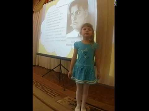 Изображение предпросмотра прочтения – ЯнаШулепова читает произведение «Тучкины штучки» В.В.Маяковского