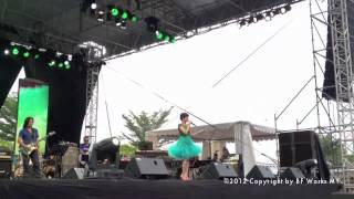 Video Alyah - Kau Yang Terindah [LIVE] Nusajaya Concert 23th September 2012 download MP3, 3GP, MP4, WEBM, AVI, FLV Juli 2018