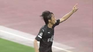 左サイドを抜け出した味方選手のマイナスのパスを中村 憲剛(川崎F)が...