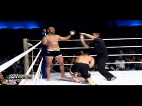 Nedkov knees Wiuff four times in the groin