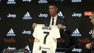 Cristiano Ronaldo presenta la sua maglia numero 7 della Juventus