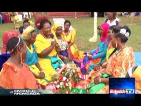 Emikolo n'embaga: Mariam Ndagire ne Bashir Katende Part C: Omugole yacamudde ekidaala nga fuluma kubanga buli omu yabadde alinze ye.  For more news visit: http://bukedde.co.ug/ Follow us on Twitter https: https://twitter.com/bukeddeonline Like our Facebook page: https://www.facebook.com/bukedde.ug