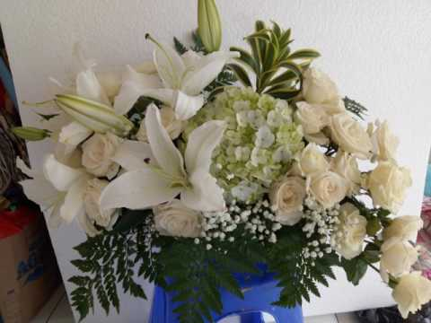0857-3328-0001-(indosat)-|-hiasan-bunga-atas-meja-makan
