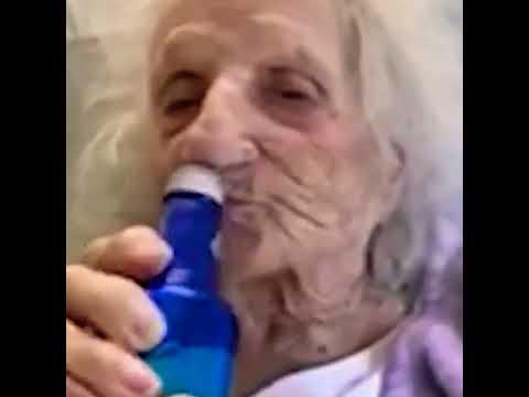 103-Jährige feiert Corona-Überleben mit eiskaltem Bier