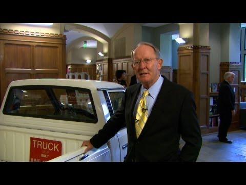 Lamar Alexander tours Library Exhibit