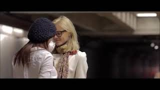 Seeking Dolly Parton lesbian kissing scene