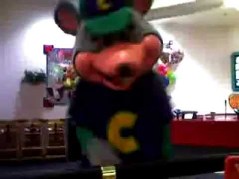 chuck e cheese rat gave us the middle finger youtube. Black Bedroom Furniture Sets. Home Design Ideas