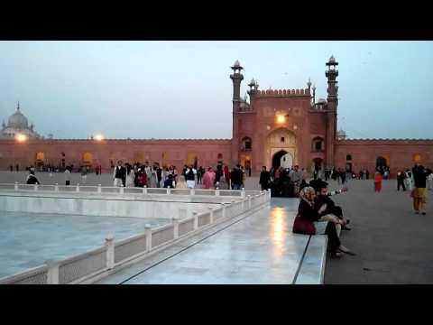 Azan in Mignificient Badshahi Masjid Lahore
