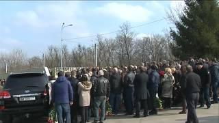 На похороны Демента приехал Кернес и Добкин(У Харкові сьогодні поховали вбитого Юрія Димента. Попрощатися з бізнесменом прийшли кілька сотень людей...., 2016-02-29T17:15:54.000Z)