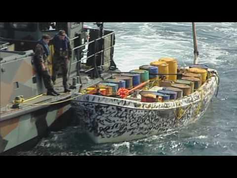 Landingsvaartuigen Hr. Ms. Johan de Witt smoren piraterij in de kiem