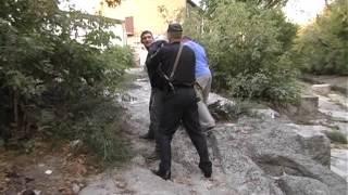 В Киеве сотрудники ГСО задержали пьяного хулигана.(, 2015-09-23T18:00:41.000Z)
