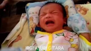 LUCU Bayi Menangis Baru Bangun Tidur