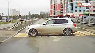 Водитель в роли пешехода пересекает улицу Павла Шаманова
