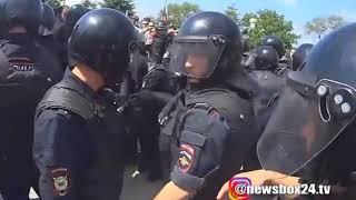 Во Владивостоке ученика лицея могут отчислить за ношение значка «Навальный 2018»
