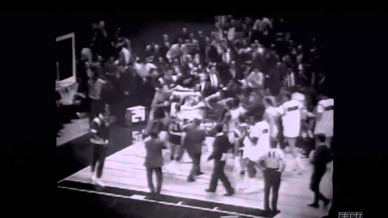Willis Reed bashing entire Lakers team Footage finally found