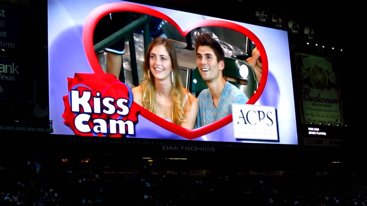 「sports game kiss cam」の画像検索結果
