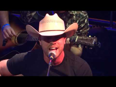 Dustin Lynch Small Town Boy Like Me 8 Man Jam 17