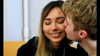 Как правильно целоваться во время месячных