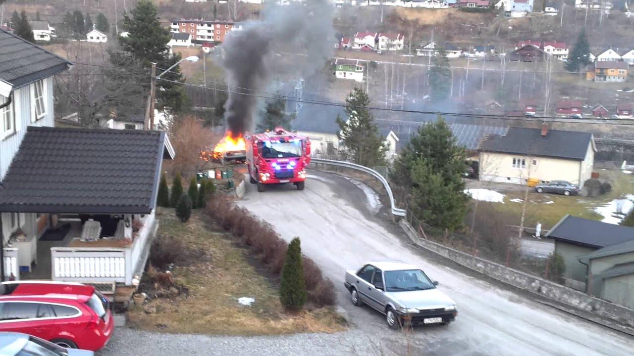 Les pompiers éteignent un incendie de voiture, quand soudain…