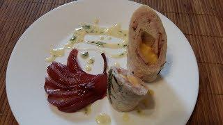 Куриная грудка с бастурмой и сыром с мятным соусом и пьяной грушей | Обрусевшие рецепты |