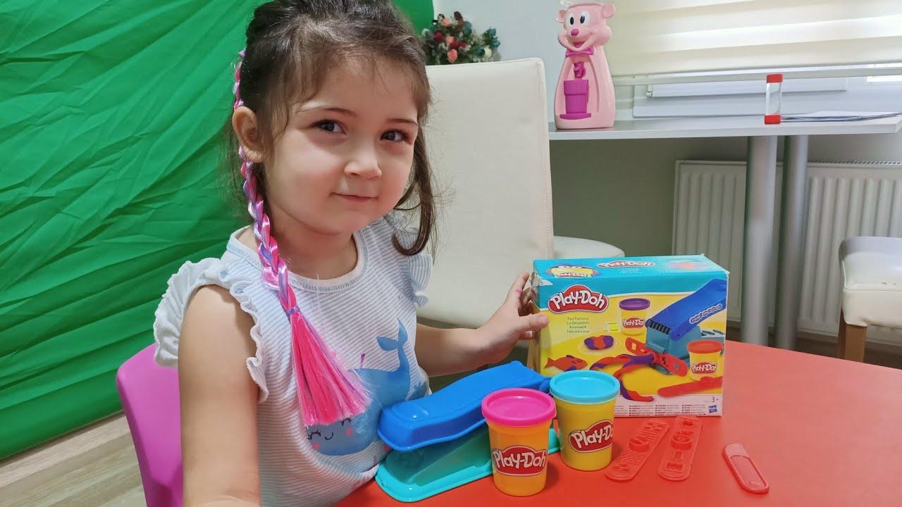 Şilan PlayDoh Eğlence Fabrikası ile Oynuyor