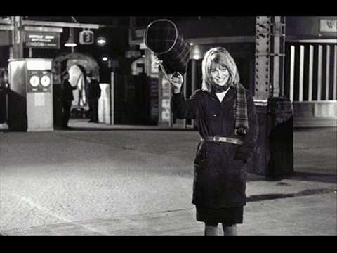 Mrs Brown You've Got A Lovely Daughter - Tom Courtenay (original version, 1963)