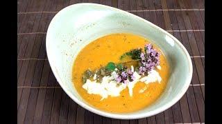 Leichte Zucchini-Tomaten-Suppe mit Feta