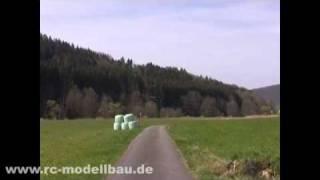 Nicht so tief Rüdiger - Haarscharf am Crash vorbei - www.rc-modellbau.de