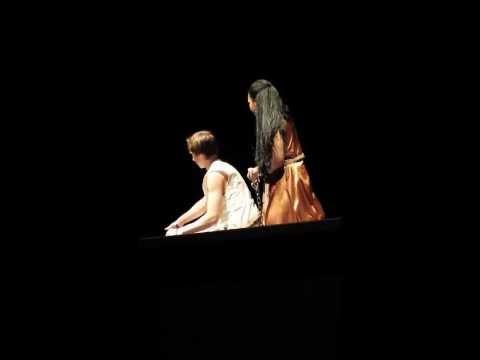 Aitana Alapa in Aida singing Elaborate lives.