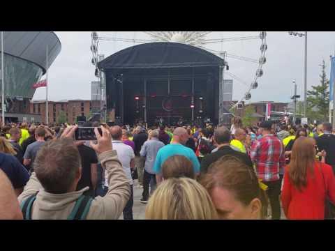 Republica - Ready To Go live at Liverpool Rock'n'Roll marathon.