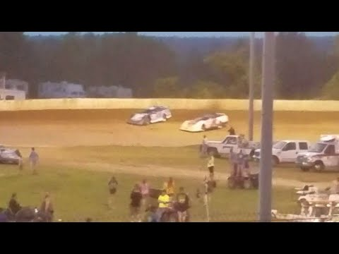 Great battle for the win @ Florence Speedway