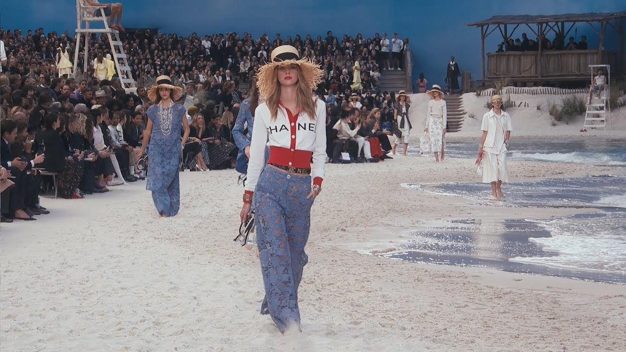The Spring-Summer 2019 Ready-to-Wear Show — CHANEL - YouTube e293b824bcf59