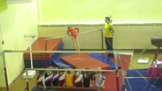 Аня, спортивная гимнастика, брусья (24.12.2010)