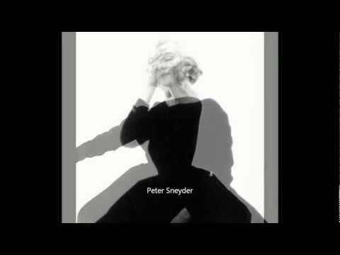 Marilyn Monroe - The Backless Black Dress Sitting 1962 ( Bert Stern )