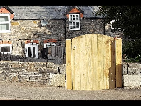 Make a Wood Garden Gate & Replacing Posts - DIY Woodworking Projects -