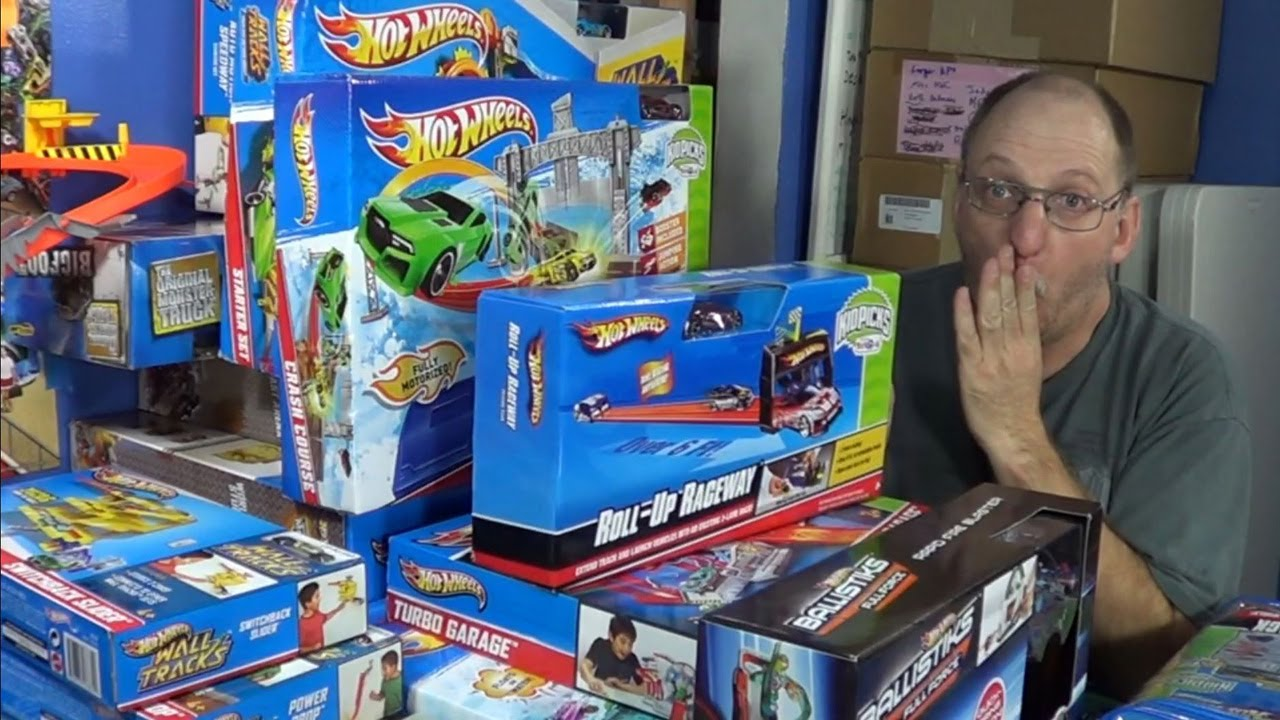 9 99 Hot Wheels Track Sets Toys R Us Haul April 20 2013 Youtube