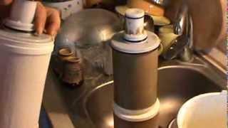 Замена картриджа на фильтр от Amway eSpring(Система очистки воды фильтр eSpring -- это первая система, применяющая запатентованное в США сочетание угольно..., 2013-12-08T19:12:22.000Z)
