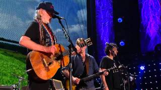 Willie Nelson - Beer For My Horses (Live at Farm Aid 2014)